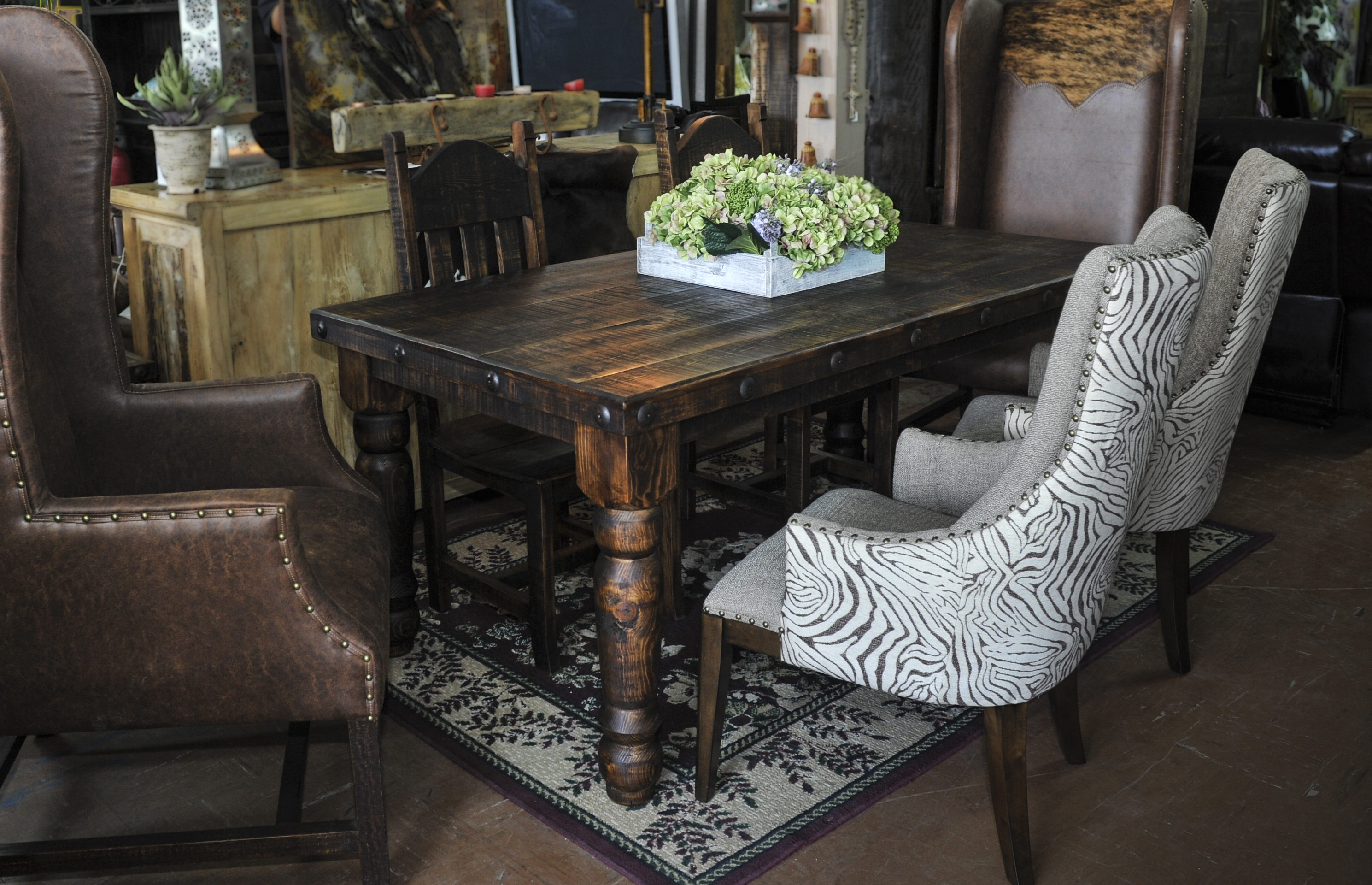 Charmant Dining Sets