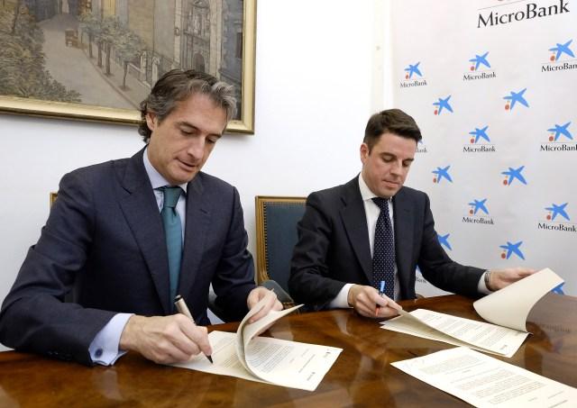 El Ayuntamiento y MicroBank colaborarán en la concesión de microcréditos