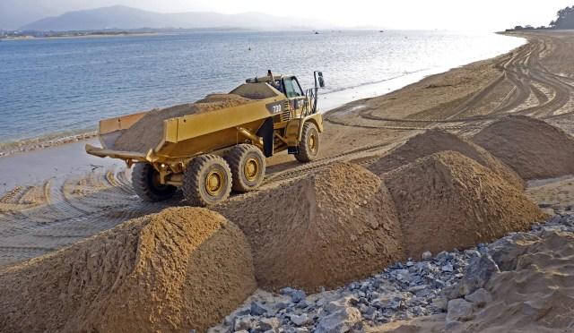 Comienzan los trabajos de relleno en las playas de Los Peligros y la Magdalena