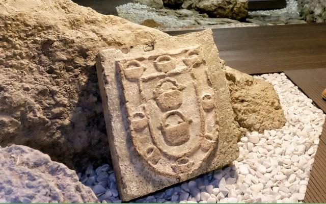 Recuperado un escudo del siglo XV de una casa destruida por el incendio