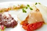 Caballa marinada carpaccio de bacalao, tomates secos y olivada
