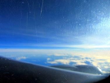aust gaismiņa virs bezgalīgā zilā jeb Klusā okeāna