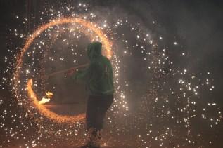 Els malabars de foc van fer les delícies del públic // Maria Roda
