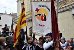 Les pubilles i els bandolers van portar les banderes i els estendards durant tot el cercavila // Maria Rubio