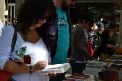 Libros y rosas llenan Sant Boi el dia de Sant Jordi // Elisenda Colell