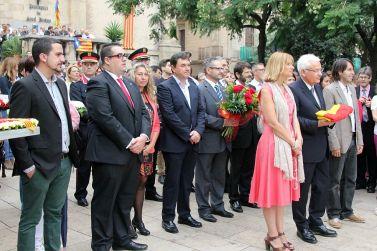 Representants locals, comarcals, provincials i de la Generalitat a la plaça Mossèn Jaume Oliveras // David Guerrero
