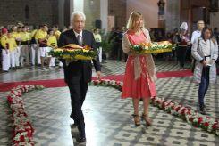 El conseller de Cultura, Ferran Mascarell, i l'alcaldessa de Sant Boi, Lluïsa Moret, han estat els primers en fer l'ofrena floral // David Guerrero