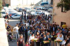 Les autoritats polítiques i socials arribant a l'Església de Sant Baldiri // Marc Pidelaserra