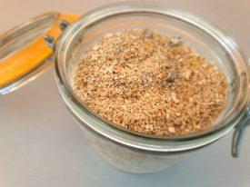 Mélangez tous les ingrédients secs de votre petit déjeuner sain et énergétique : le célèbre Habermus
