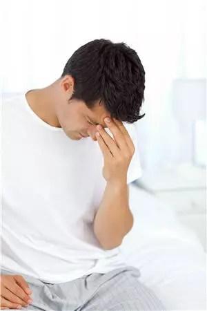 l'érection matinale apparaît durant un cycle particulier du sommeil.