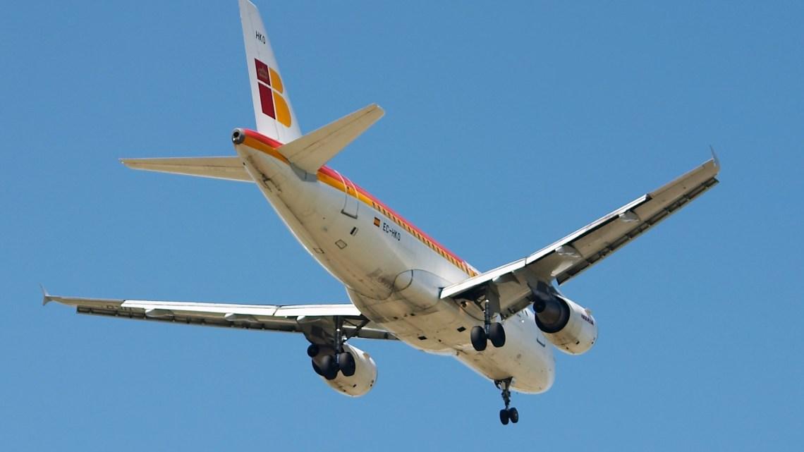 Un vuelo de la compañía Iberia fue desviado esta tarde al aeropuerto de Santiago de Compostela