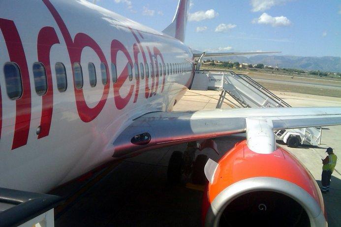 El aeropuerto de Santiago pierde 360 pasajeros al día en favor de Oporto tras la salida de Air Berlín