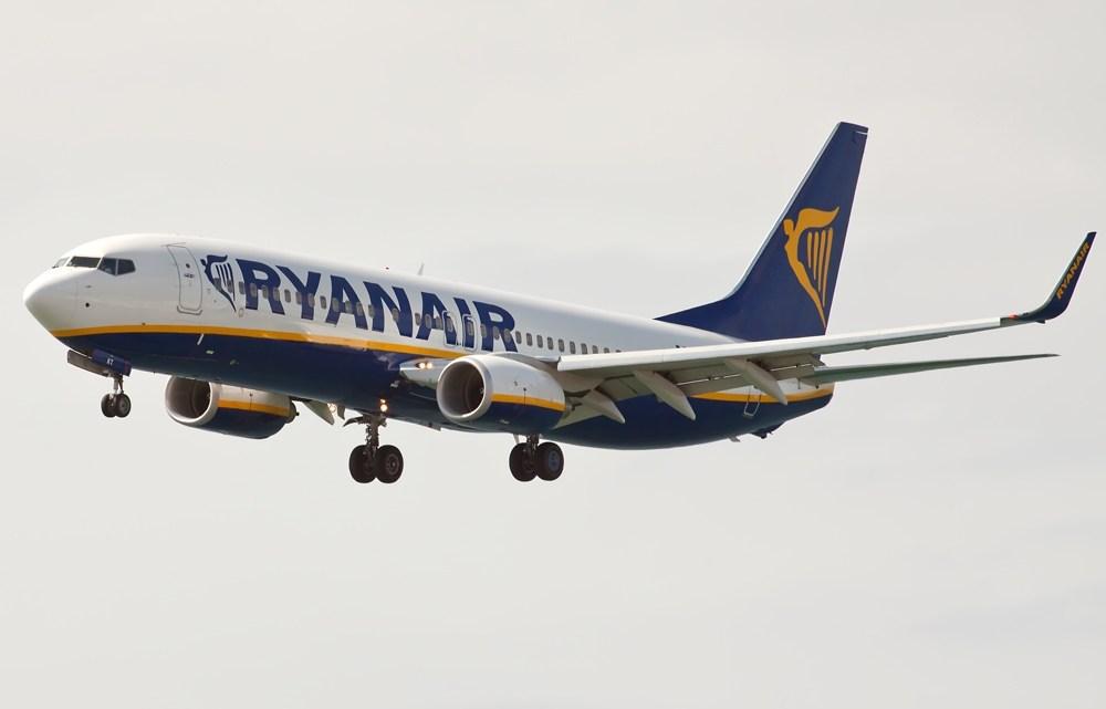 Ryanair volverá a cancelar en invierno las rutas desde Santiago a Alicante, Málaga, Milán y Sevilla