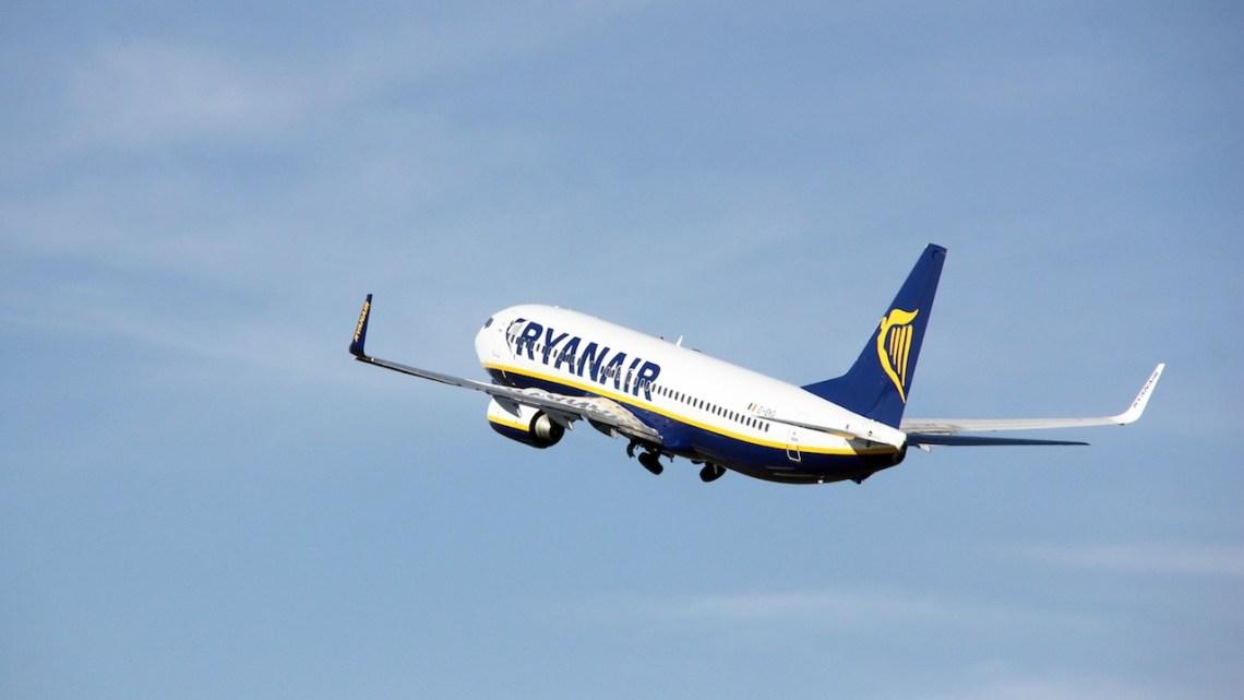 Ryanair mantendrá los vuelos directos entre Santiago y Sevilla el próximo verano de 2013