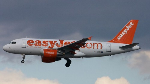 Una avería obliga a EasyJet a retrasar casi 5 horas un vuelo entre Basilea y Santiago de Compostela