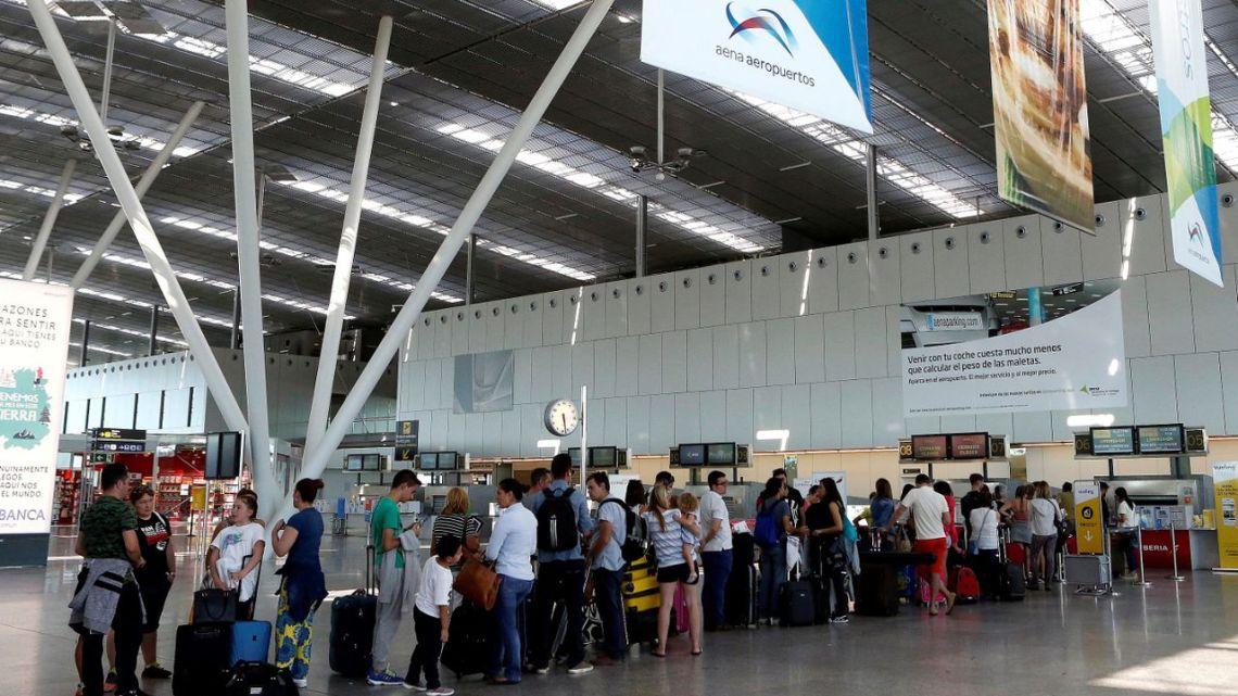 Cuenta atrás para la desescalada en el aeropuerto de Santiago
