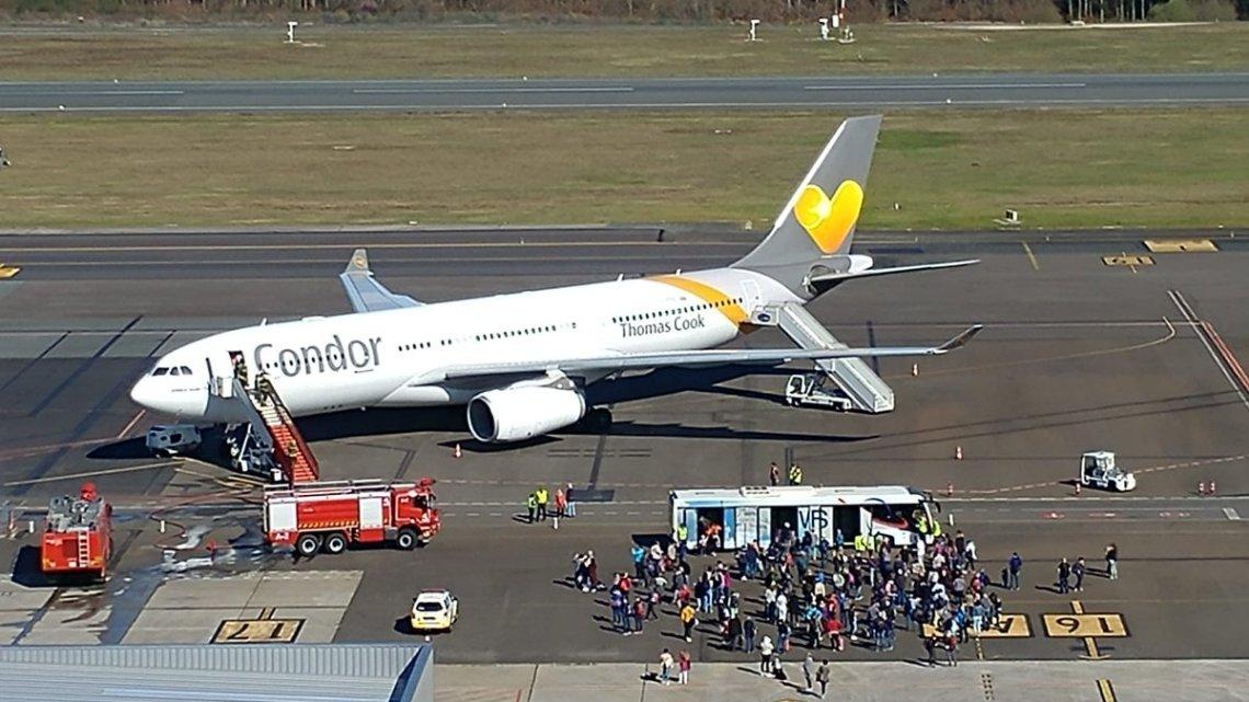 Aterriza de emergencia en Santiago vuelo de Condor por fuego a bordo
