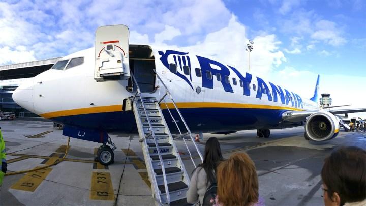 Ryanair pone en servicio su segundo avión basado en Santiago