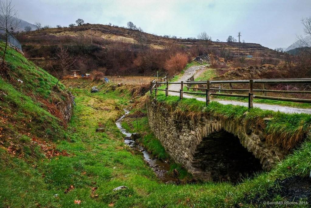 Poca agua para tanto puente