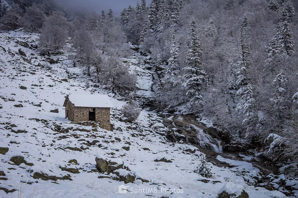La cabaña y el río
