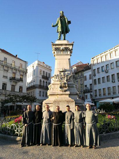 Jovens e frades - largo da portagem, estátua a Joaquim António de Aguiar (o mata frades), Coimbra