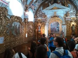 Jovens e frades - sacristia da igreja de Santo António dos Olivais, Coimbra. Local onde Fernando de Bulhões tomou o hábito franciscano e mudou o nome para António.