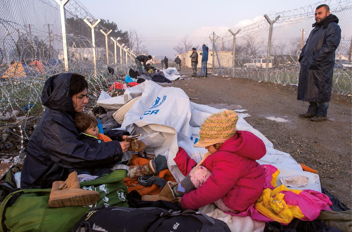 Refugiados na fronteira entre a Grécia e a Macedónia. 2016, EPA/GEORGI LICOVSKI