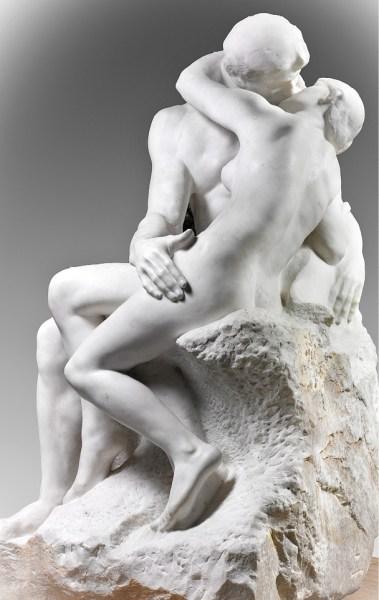 O Beijo (1888 - 1889), escultura em mármore do artista realista Auguste Rodin, Museu Rodin, Paris.