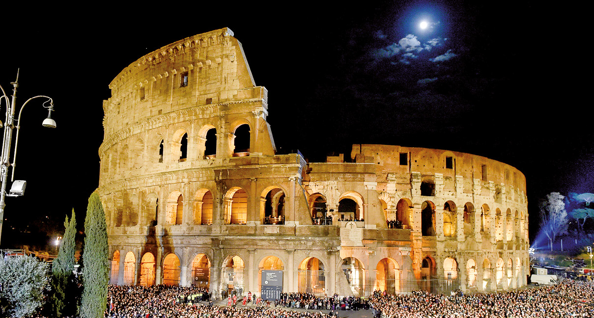 Via Sacra junto ao Coliseu, Roma, foto de Cristian Gennari