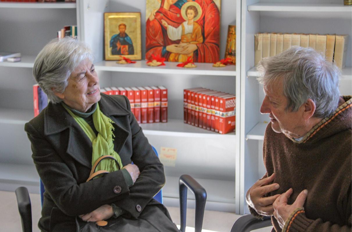 Manuela Silva em conversa com Frei Paulo. Foto MSA / Severino