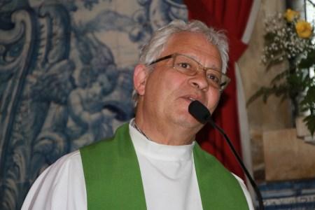 Frei César em representação sua e também do provincial dos Frades Menores Capuchinhos