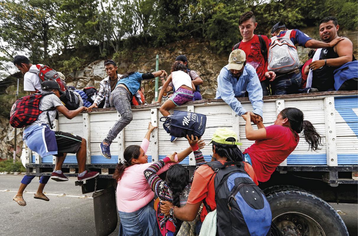 Imigrantes hondurenhos rumo ao México, Zacapa, Guatemala, 17 de outubro de 2018. A caravana de imigrantes hondurenhos de cerca de três mil pessoas, segundo a ONU, continua seu itinerário na Guatemala com o objetivo de alcançar os Estados Unidos. EPA / Esteban Biba