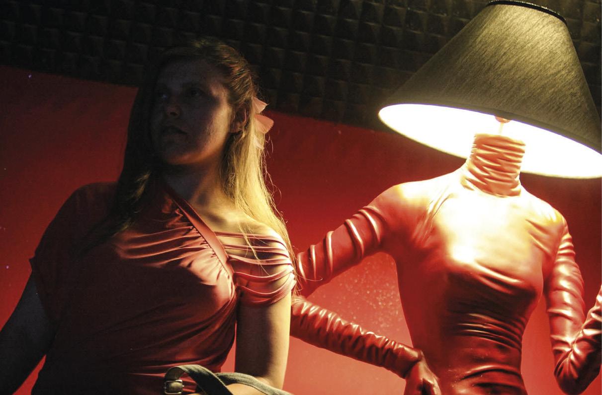 Violência contra as mulheres. Mulher ma penumbra e mulher objecto. Agência Romano Siciliani. http://archivio.romanosiciliani.it/photo/65607