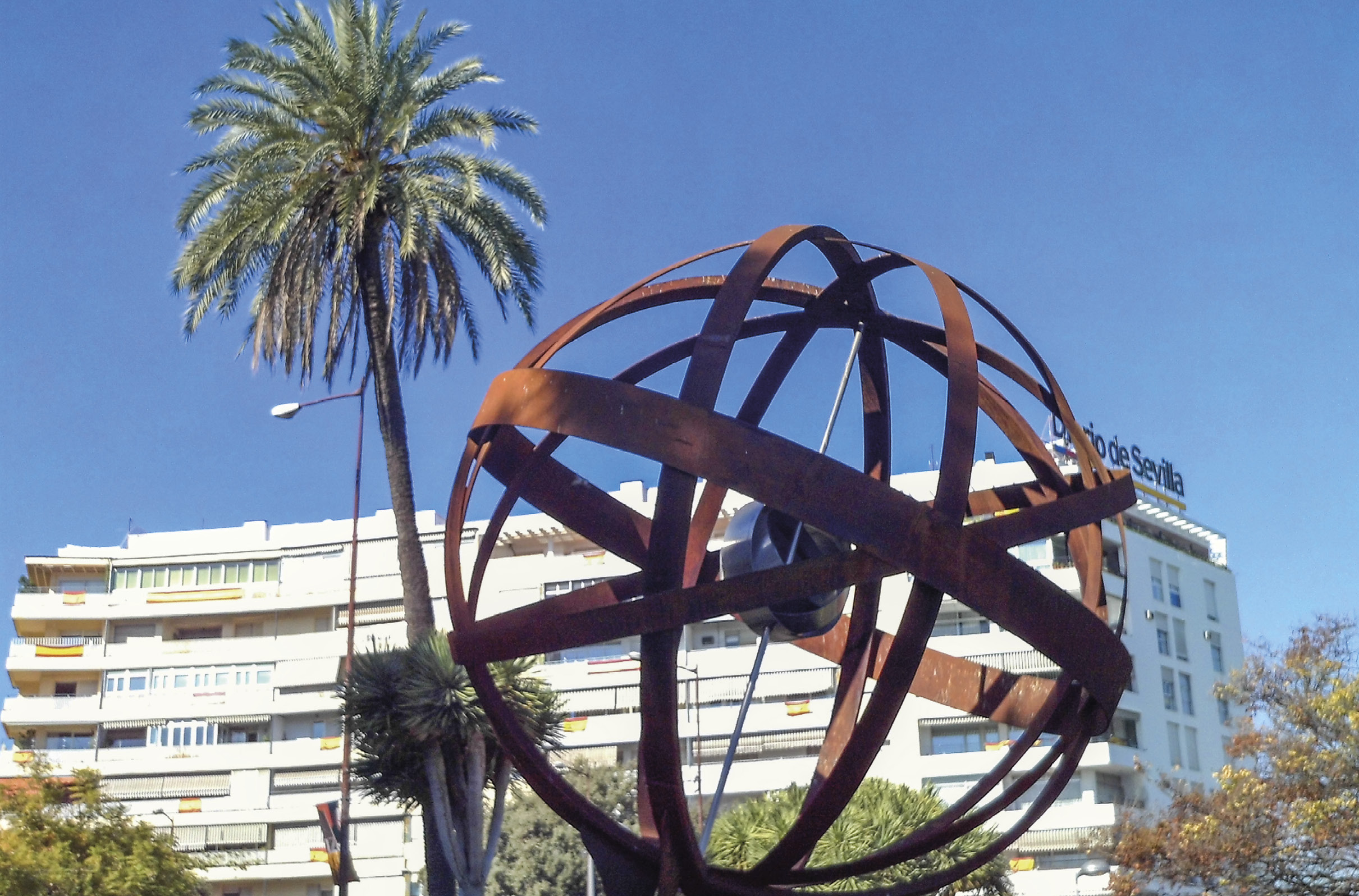 Monumento em homenagem à 1ª Volta ao Mundo (1519-1522). Sevilha, Andaluzia, Espanha. Foto de CarlosVdeHabsburgo / Wikimedia Commons.