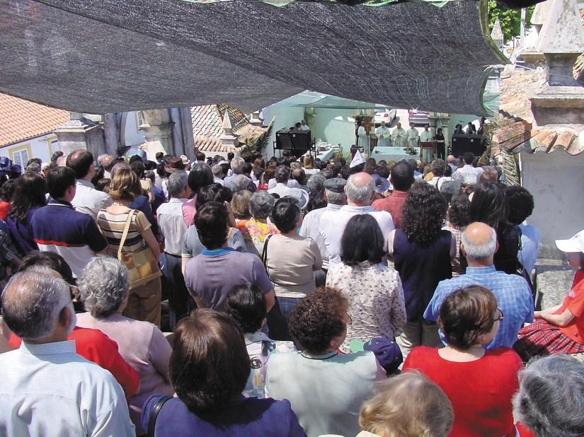 Igreja de Santo António dos Olivais, missa na escadaria, Junho 2002