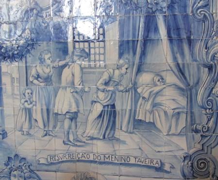 Painel de azulejos Ressurreição do Menino Taveira, 1929. Igreja de Santo António do Estoril, Estoril