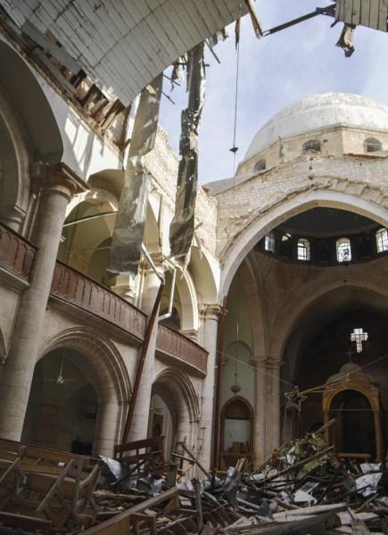 Explosão de uma bomba na Catedral Maronita, em Alepo, Síria.