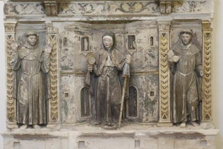 Baixo relevo: São Francisco, Santa Clara e Santo António
