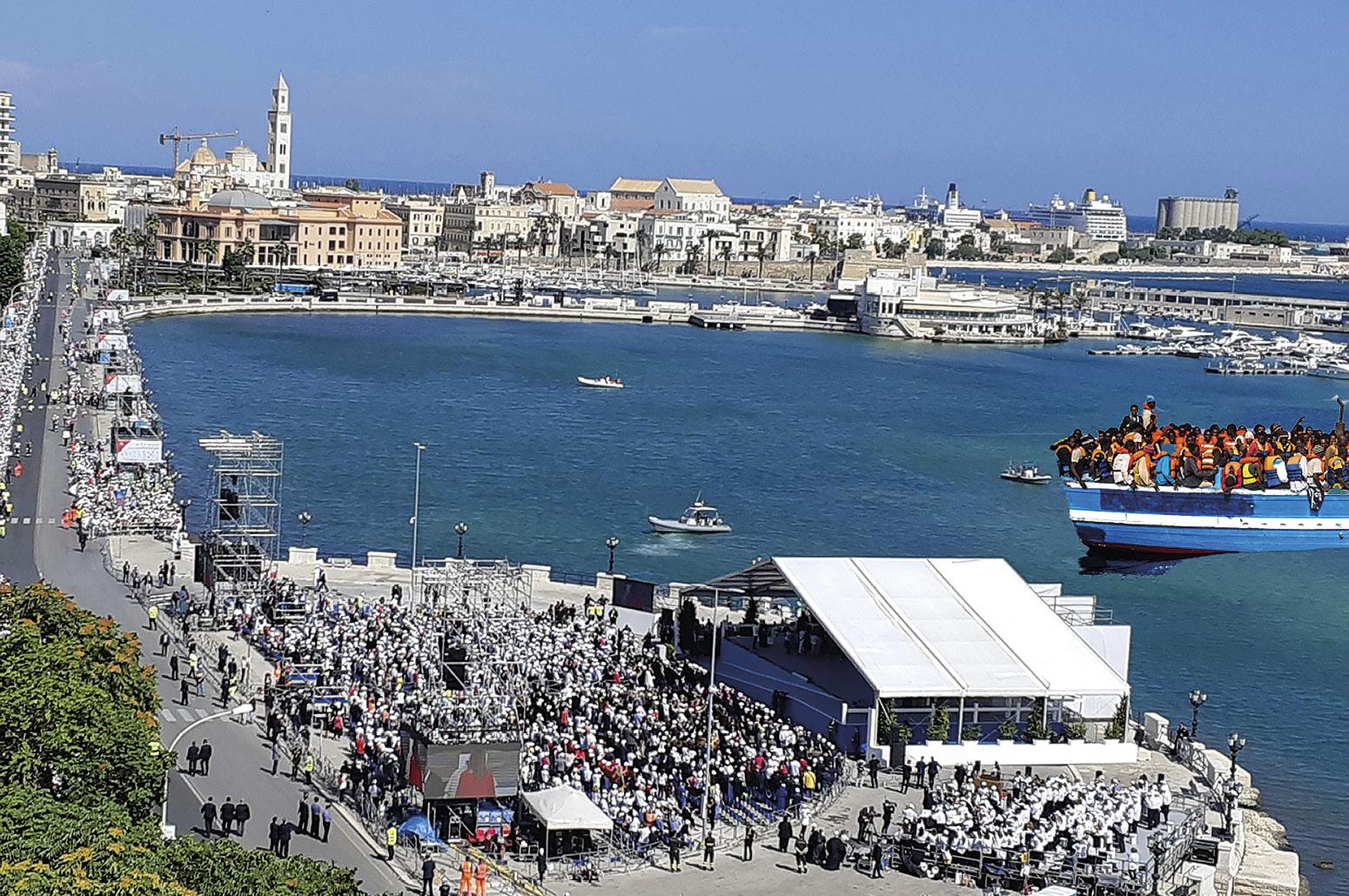 Baía de Bari, Itália, e barcaça com migrantes. Fotomontagem MSA.