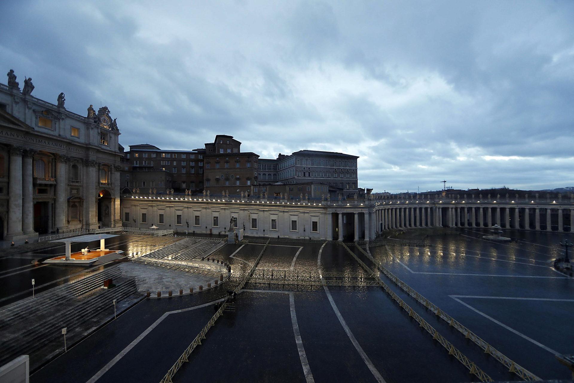 Praça de São Pedro vazia, 27 de março, Vaticano, 27 de março de 2020. EPA / YARA NARDI / PISCINA