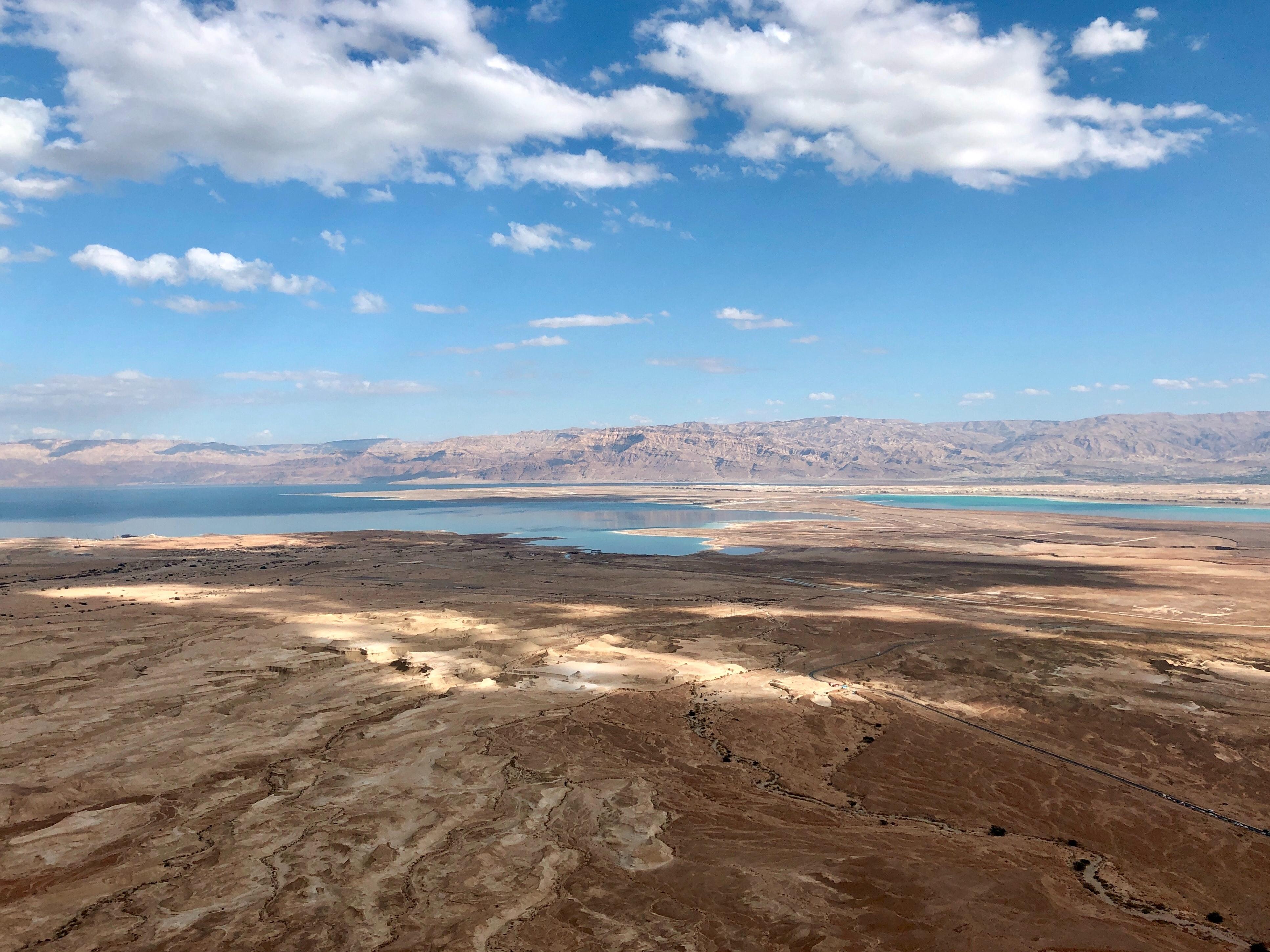 Mar Morto, visto de Masada, Israel. Foto de Andrea Rapuzzi | Unsplash