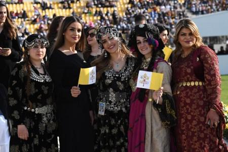 """Chegada do Papa Francisco ao estádio """"Franso Hariri"""", em Erbil, Iraque, a 7 de março de 2021"""
