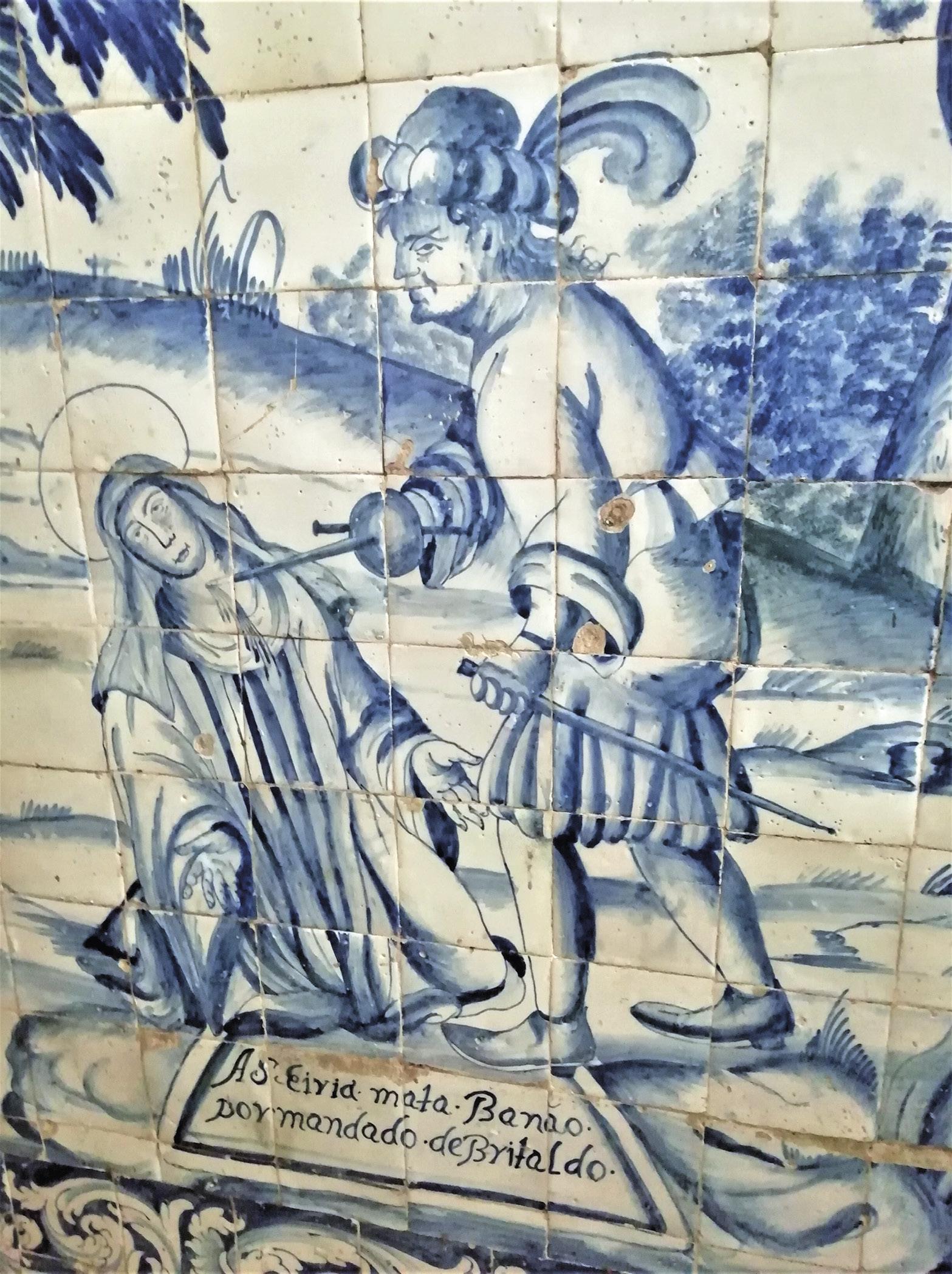 Detalhe da coleção de azulejos que narra a lenda de Santa Iria, na igreja paroquial de Santa Iria. Foto: Habibicb, 2020 | Wikimedia Commons.