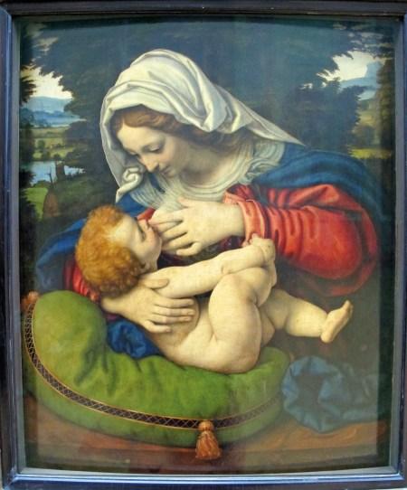 Nossa Senhora do leite, onde a Virgem é uma uma mãe serena que, enquanto amamenta o filho, procura o seu olhar e lhe sorri. Pintura de Andrea Solari (1460-1522), Museu do Louvre. Foto: Sailko, 2013 | Wikimedia Commons.