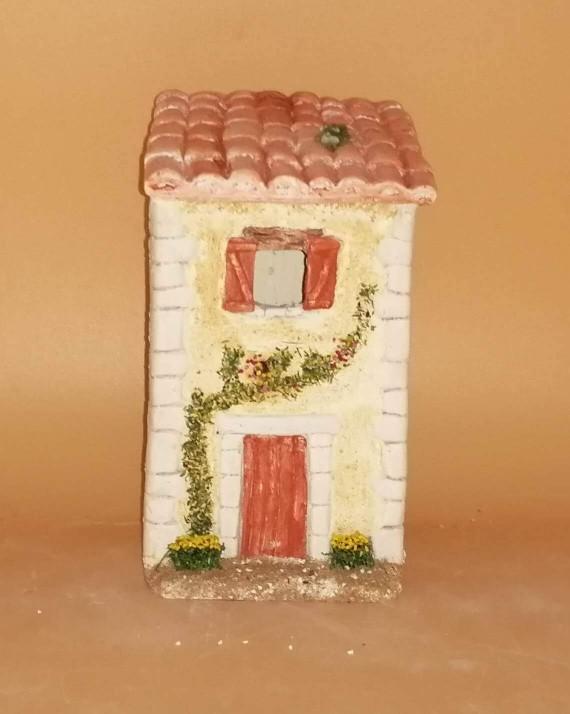 Maison haute rouge santons de provence