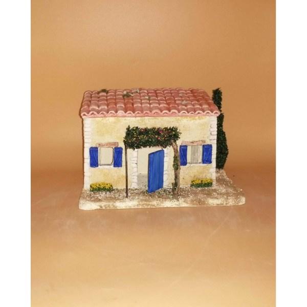 maison volets bleus décor de crèche