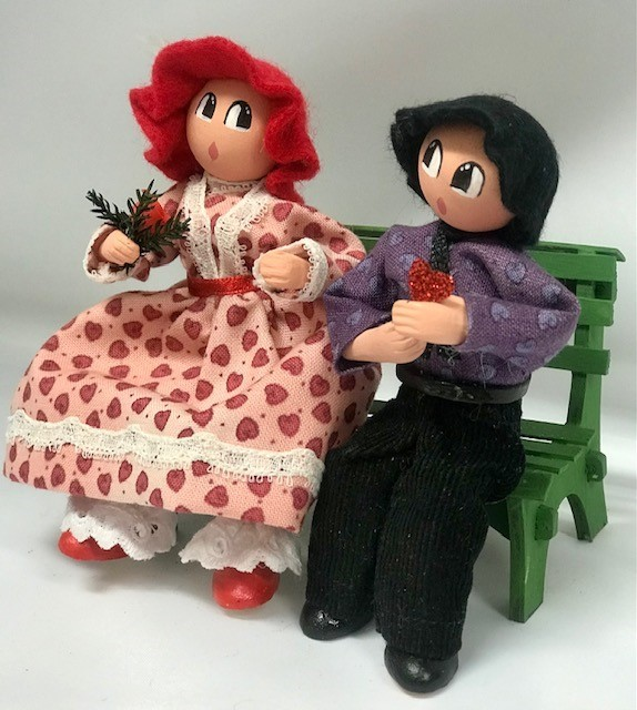 Couple Saint-Valentin rouge sur banc