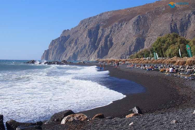 kamari-beach-santorini