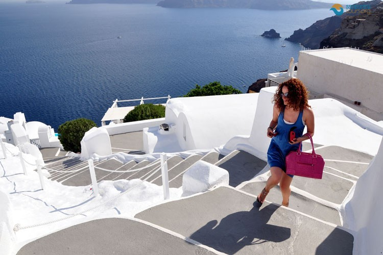 the-amazing-stairs-of-santorini-1