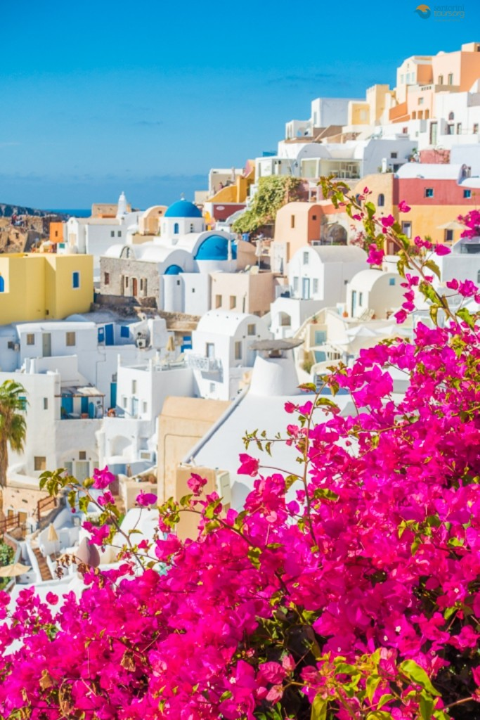 why-you-should-visit-santorini-in-spring-5-reasons why-you-must